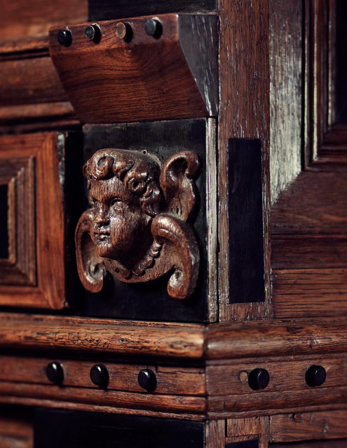 Veilinghuis Antieke Meubelen.Goedkoop Antiek Kastje Gekocht Cultuur Cocktail