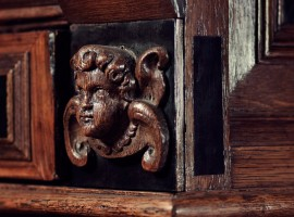 ©Maarten Kools 2013, cupido op kast, fraai houtsnijwerk